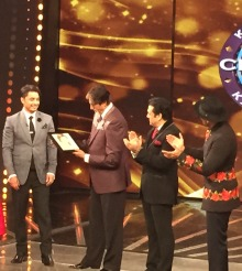 Ali Zafar makes a Sketch of Amitabh Bachchan on Kaun Banega Crorepati